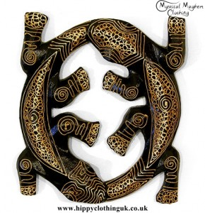 Natural Round Wooden Gecko Plaque