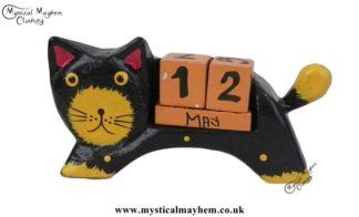 handmade-wooden-calendar-black-cat