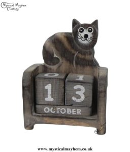 handmade-wooden-calendar-happy-cat