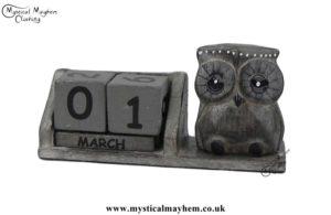 handmade-wooden-calendar-owl