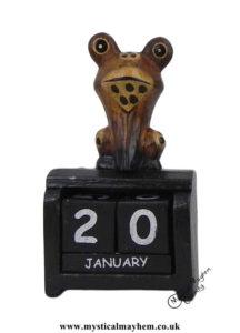 Froggy-Handmade-Wooden-Calendar