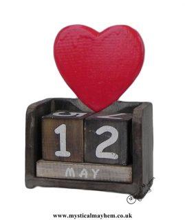 Heart-Handmade-Wooden-Calendar
