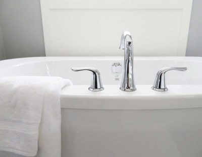 10 home remedies for treating sunburn - Bath Tub